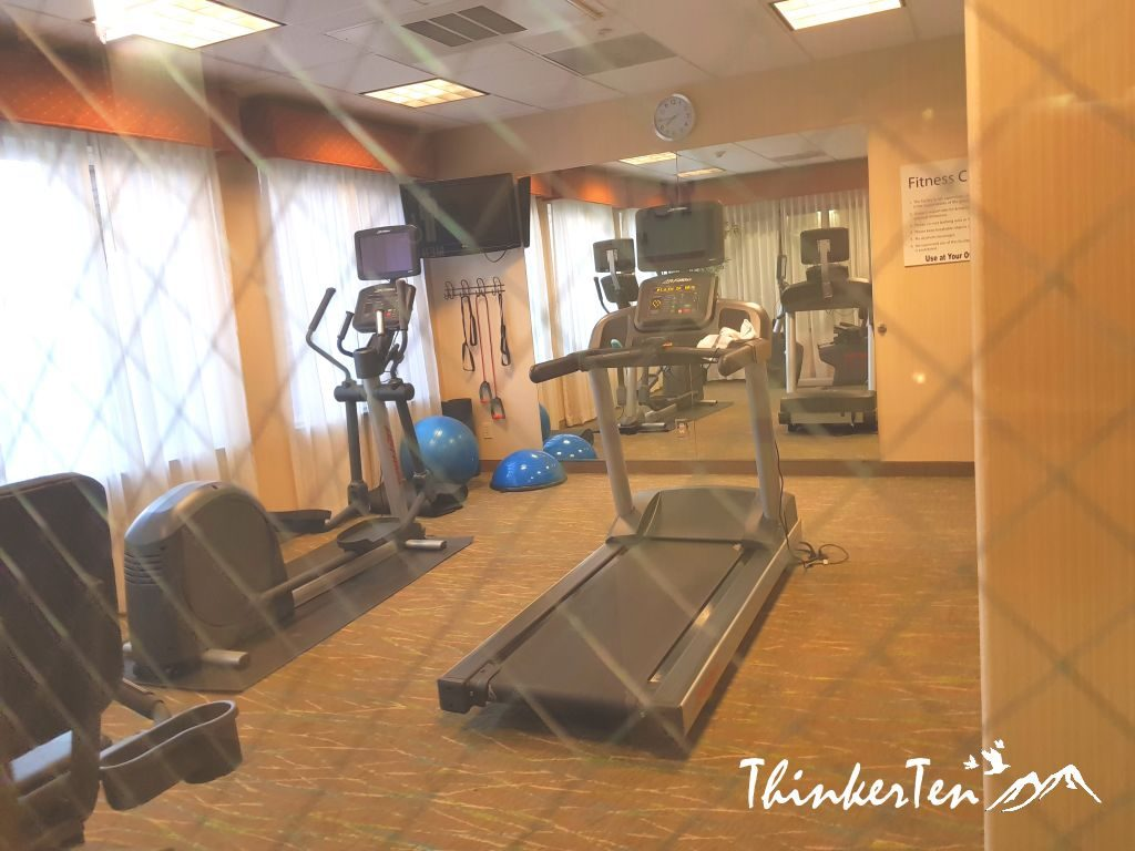 US Hotel Review - Holiday Inn Express & Suites Fresno South