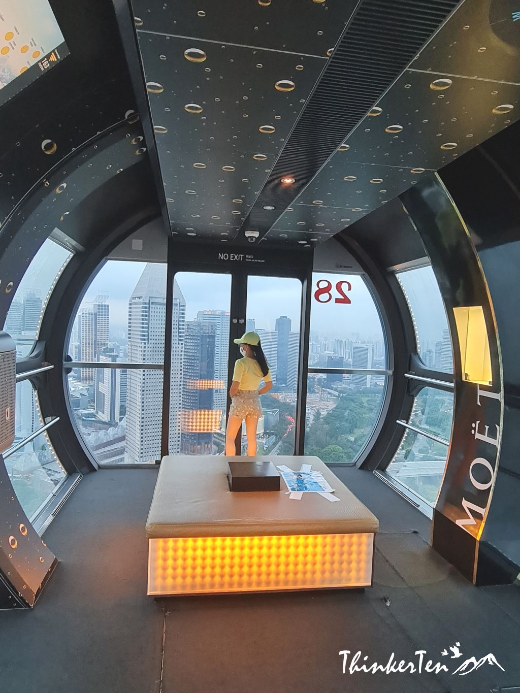 Top 5 reasons to ride Singapore Flyer with VIP premium package