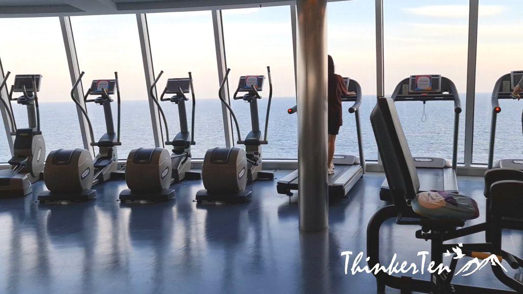 Royal Caribbean (Quantum of the Seas) vs World Dream Cruise - Cruise to Nowhere
